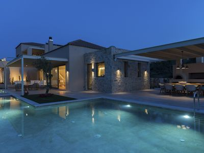 Photo for Elegant villa with two pools and stunning ocean views / Family friendly