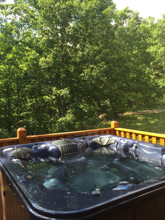 Luray Cabin Rental   7 Person Hot Tub