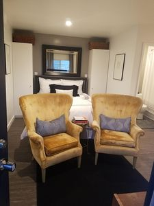 Photo for Warm cozy haven - Walking distance to Universal Studios