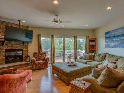 Photo for DIAMOND POINT TOWNHOME: Communal Pool, Clubhouse, Hot Tub and Great Location