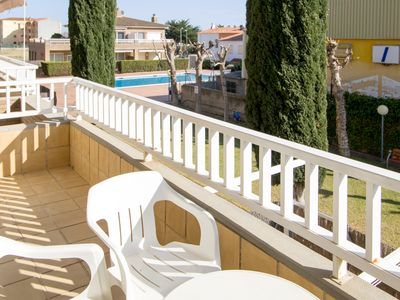 Photo for Apartment with pool and terrace 10 minutes from the beach