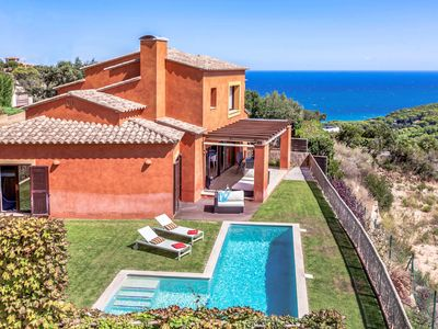 Photo for This 4-bedroom villa for up to 8 guests is located in Begur and has a private swimming pool and air-