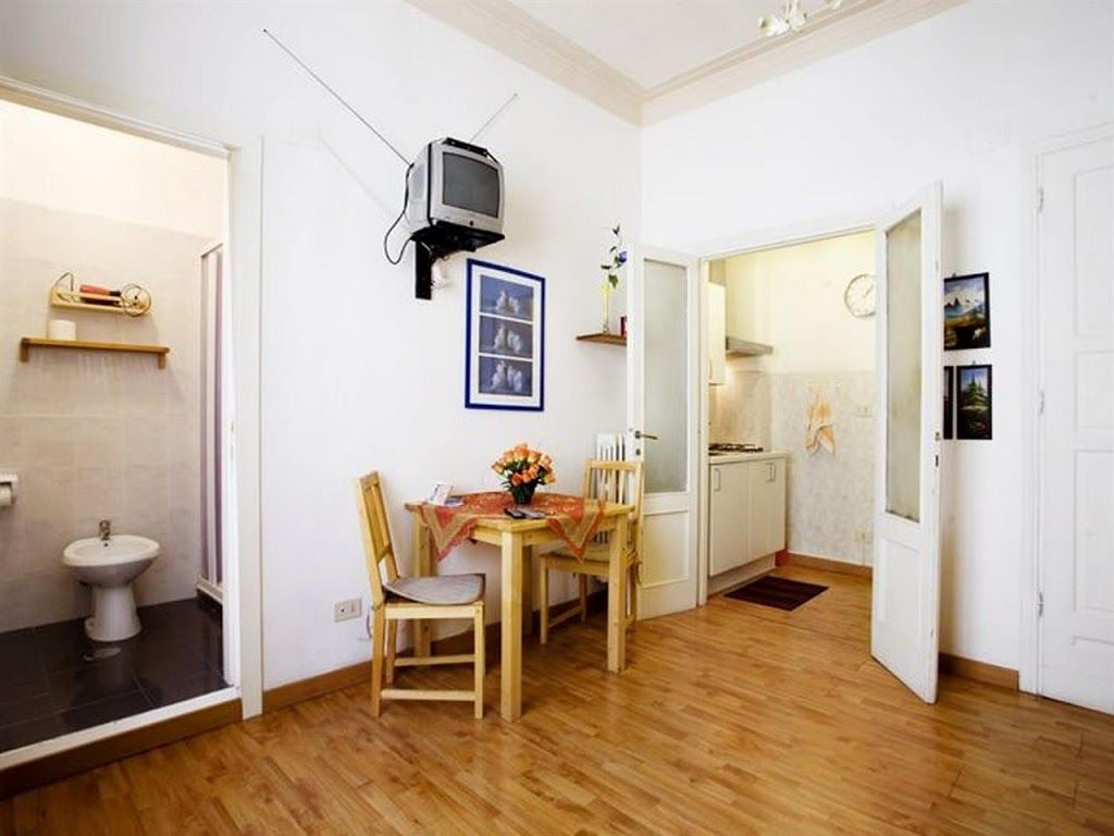 Studio apartment in rome with air conditioning lift for Studio apartments in rome