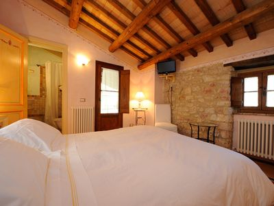 Photo for Romantic historic apartment-suite 'Casa de Veneranda' for two near Spoleto