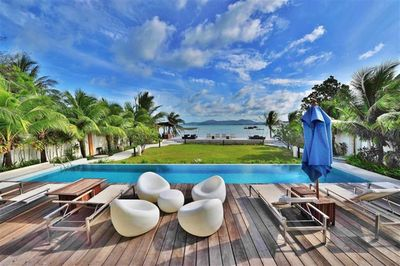 absolute seafront location with beautiful pool