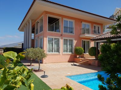 Photo for Villa Strelitzia with private heated pool, counter current, sea view, wifi