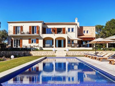 Photo for Vacation villa on Mallorca with pool and view