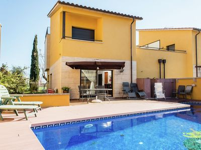 Photo for Holiday house with private pool for 5 people in Sant Pere Pescador