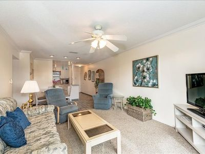 Photo for Ground floor unit with quick access to Siesta Beach Amenities