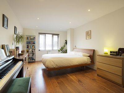 Photo for High spec 2 bed apartment, located with easy access to central London (Veeve)
