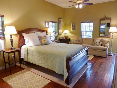 Photo for CHARMING! GREEN PALM COTTAGE-SPACIOUS, PRIVATE W/SCREENED PORCH! CLEAN & COMFY!