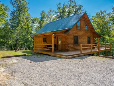 Photo for Beautiful pet friendly cabin close to Cantwell Cliffs! Private location!
