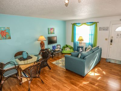 Photo for The Deep Sea Dive is a one bedroom apartment at Iguana Mama's Beach House.
