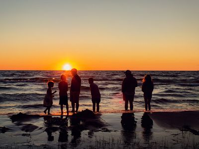 GORGEOUS LAKEFRONT SUNSETS-NEWLY REMODELED HOME ON LAKE MICHIGAN, MACKINAW CITY