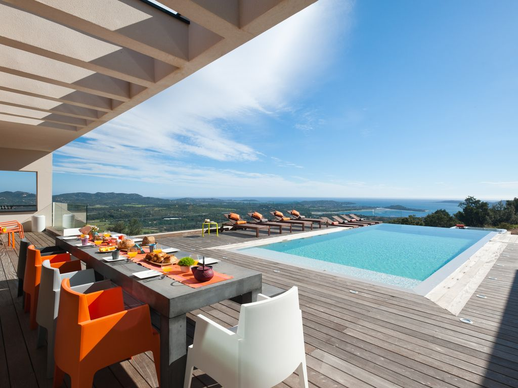 villa d architecte piscine et jaccuzi avec vue mer panoramiq porto vecchio location de. Black Bedroom Furniture Sets. Home Design Ideas