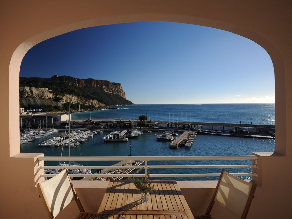 Qu Est Ce Qu Une Loggia beautiful apartment with a large loggia and view of the skyline - cassis