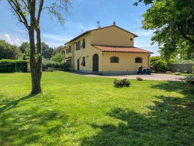 Photo for CASALE GIARDINO DEI FIORI - Splendid country house surrounded by greenery