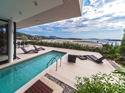 Photo for This 4-bedroom villa for up to 8 guests is located in Primosten and has a private swimming pool, air