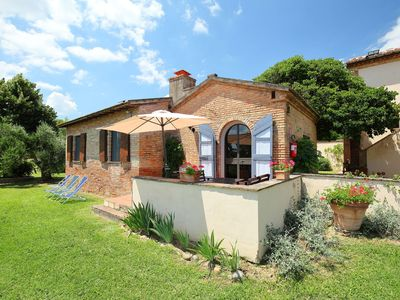 Photo for Lovely apartment in villa for 4 guests with WIFI, pool, A/C, TV and parking, close to Montepulci...