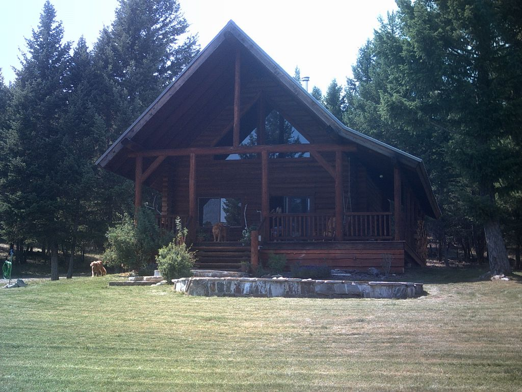 Private mountain log cabin perfect for a vrbo front yard falaconquin