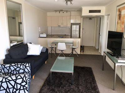 Photo for ONE BEDROOM CITY CBD APARTMENT- INCLUDES UNLIMITED FREE WIFI