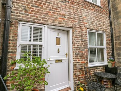 Photo for 5 OYSTONS YARD, pet friendly, with open fire in Whitby, Ref 998471