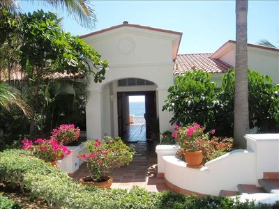 The front entrance looking thru to the palmilla beach