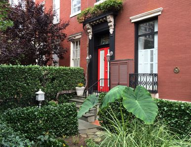 Private Apt. in Historic Home: Walk to Monuments, Museums & Convention Center.