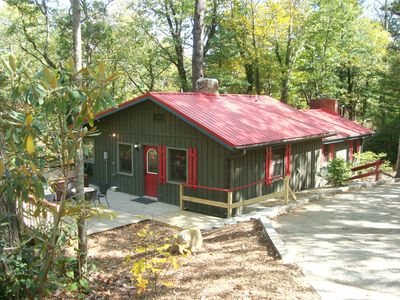 Red Creek Cabin:  2 bedrooms & 2 bathrooms; wooded setting with rushing creek