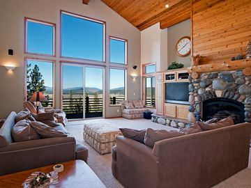 Gorgeous Martis Views from this Spacious 4 BR w/ Sauna and FREE Shuttle