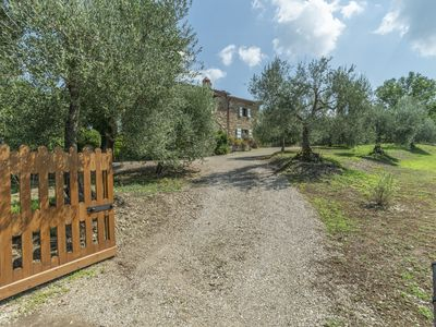 Photo for Traditional farmhouse with swimming pool,  set in hills behind Lake Trasimeno