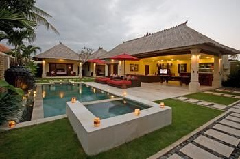 Photo for Villa Jaclan - In Seminyak (Core area of Seminyak)