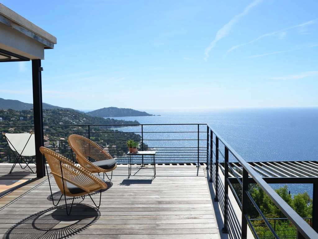 Amazing villa with fantastic sea view, heated pool and great comfort