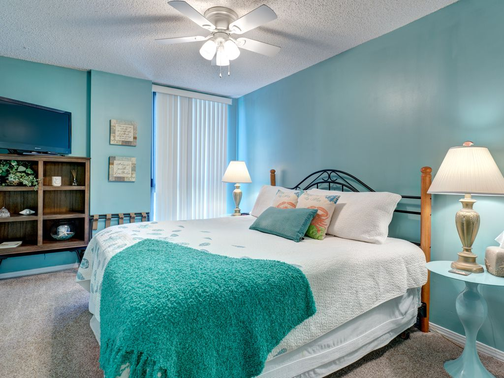 2 Bedroom 2 Bath Across The Street From The Beach Email For Specials Destin Florida