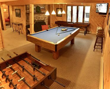 Bear Hugs Chalet *Location *Close to LAKE & GOLF *GAMES *FIRE Pit *HOT Tub *View