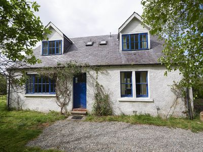 Photo for Atmospheric traditional cottage, with panoramic Highland views