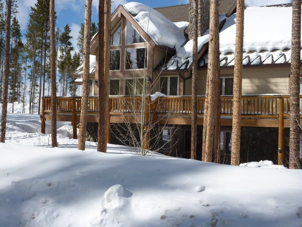 Big cabin in the woods on shuttle route in heart of for Cabin rentals in winter park co