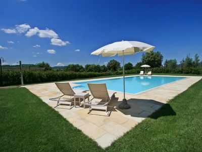 Photo for Lovely cottage with pool situated in the Siena area