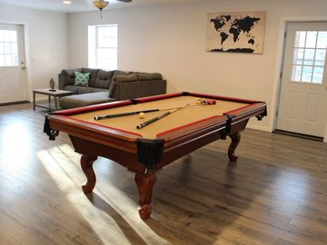 3 Levels with SAUNA, FIRE-PIT & POOL TABLE, LG Deck, 7 TVs, Linens-No Charge