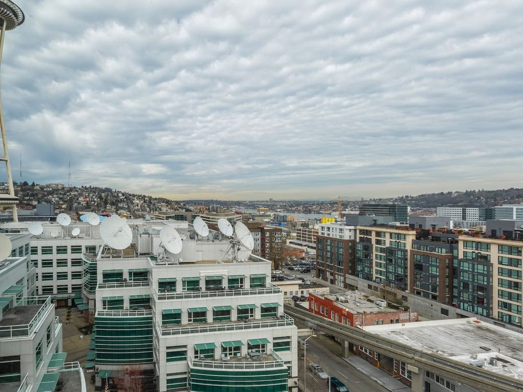 Amazing Lake-view 1BD near Pike Place Market 3 - One Bedroom Apartment, Sleeps 3