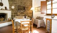Lovely ground-floor apartment, romantically set and tastefully decorated.