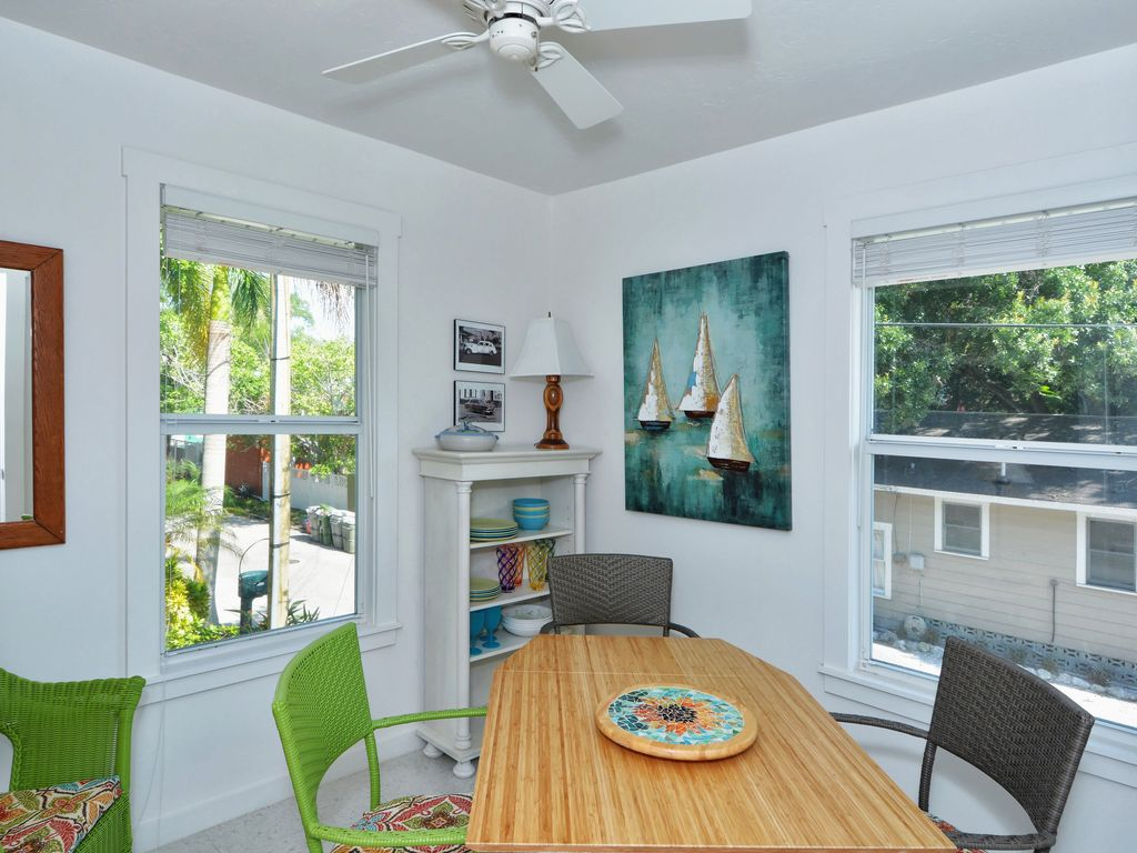 A hideaway with tropical garden within... - HomeAway Downtown