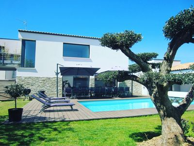 Photo for Villa with spa and heated pool not overlooked near the beach and shops
