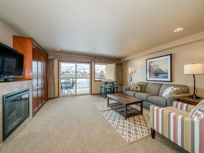 Photo for Grandview River View 637! Luxury Waterfront condo, sleeps up to 6!