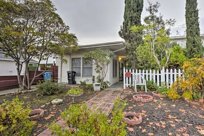This centrally located Palo Alto studio is perfect for your next Stanford visit!