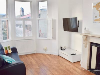 Photo for Gorgeous & Chic West Hampstead Apartment (KR39)