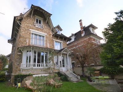 Photo for Large family villa 20 minutes from Paris