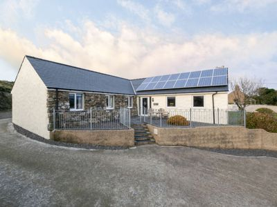 Photo for Aberdaron Holiday Home, Sleeps 6 with WiFi