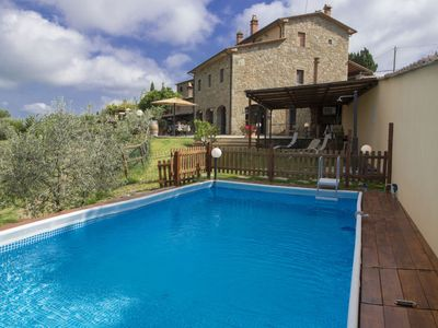Photo for Beautiful private villa with WIFI, private pool, TV, balcony, pets allowed, parking, close to Arezzo