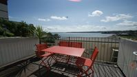 Perfect beach holiday flat with fantastic views and short distance walks